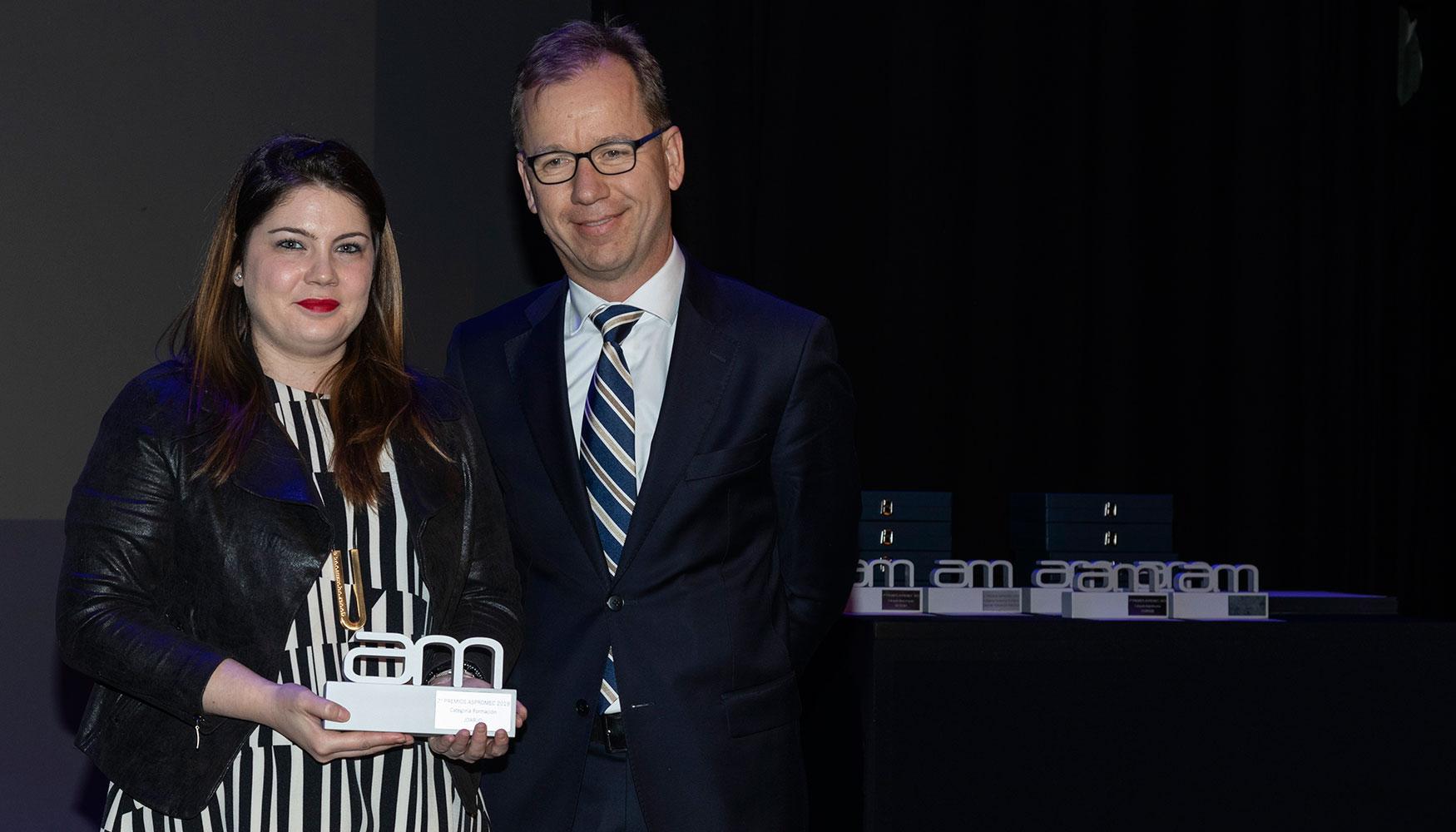 Hizo entrega del galardón Swen Hamann, vocal de ASPROMEC y director gerente de Zöller Iberica. Recogió por parte de Joarjo su Key Account Manager, Isabel Mozota.