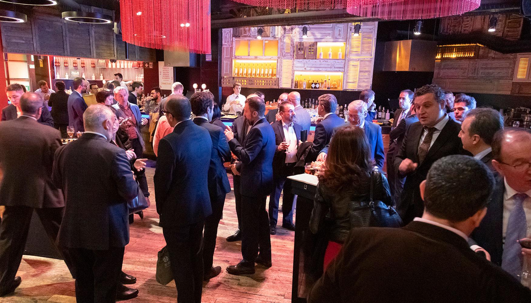 Un momento del cóctel que disfrutaron los asistentes a la gala de premios.